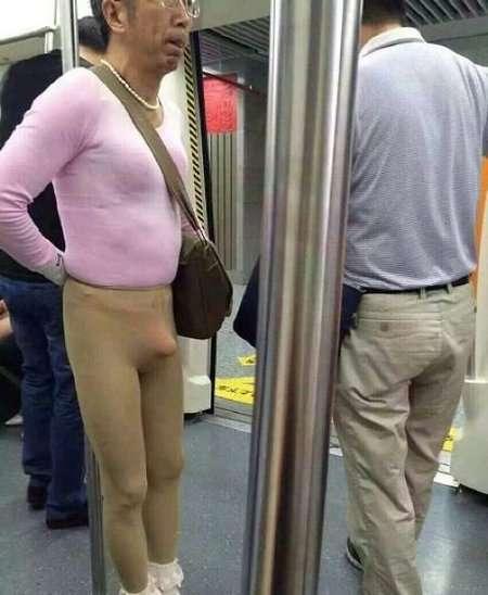 Мужик в метро ( 3 фото)